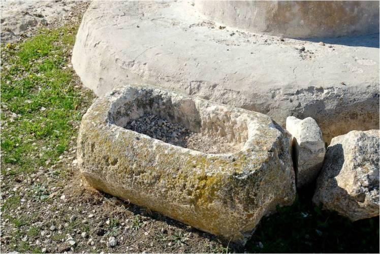 limestone-manger