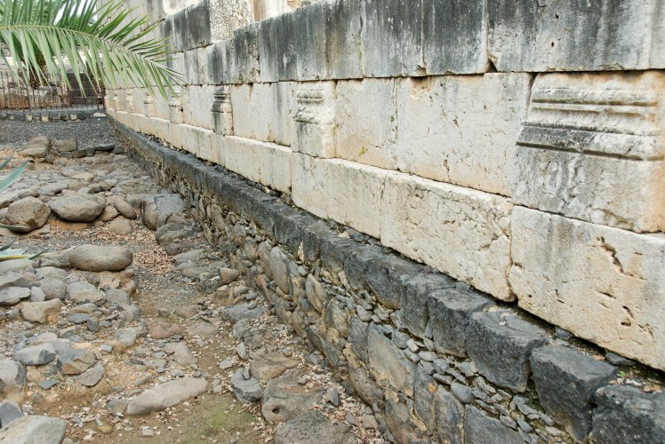 capernaum-synagogue-1st-century-wall-tb011410481