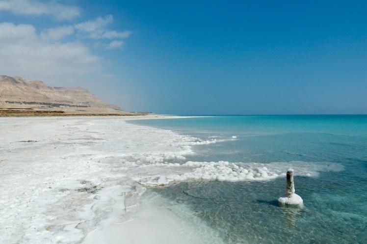 dead-sea-shoreline-with-salt-crystals-tb030206526