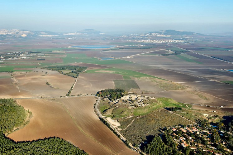 megiddo-and-jezreel-valley-aerial-from-west-tb121704968