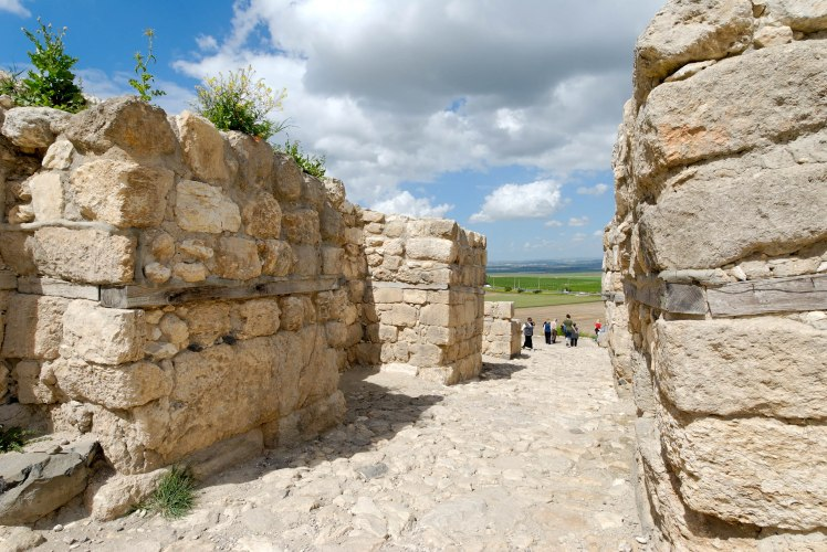 megiddo-middle-bronze-gate-tb032507607