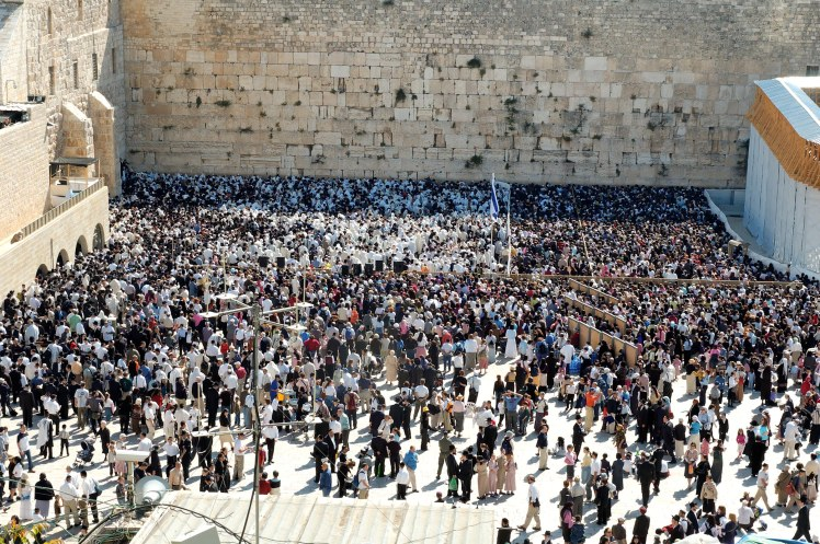 Passover priestly blessing at Western Wall, tb042605548