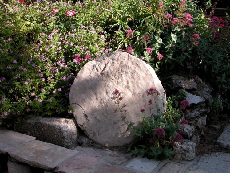 Garden Tomb rolling stone, tb051703205