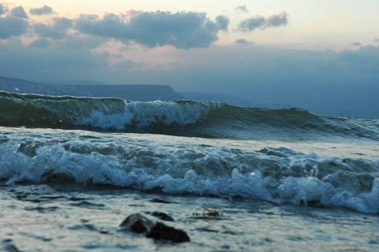 Sea of Galilee waves, tb040406047
